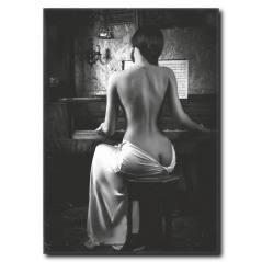 Piyano Çalan Kadın Kanvas Tablo