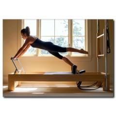 Pilates Yapan Fit Vücutlu Kadın Tablo