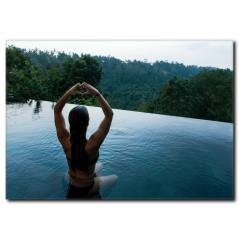Havuzda Yoga Yapan Kadın Kanvas Tablo